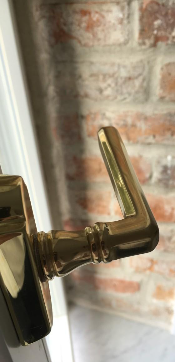 klamka w apartamencie